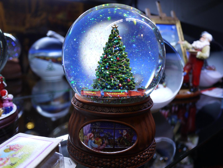 Bola de cristal con tren y rbol de navidad www - Bola nieve cristal ...